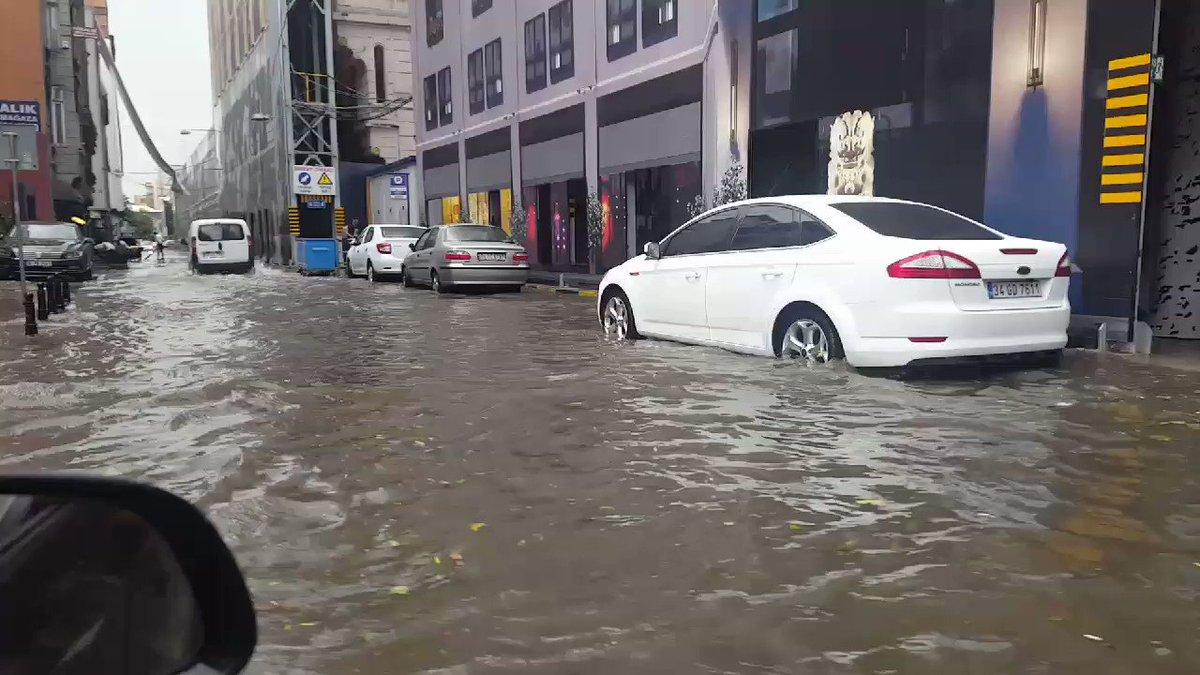 Venedik'i Karaköy'e getirdik. Galataport bitince yeraltı otoparkına denizaltılarınızı park edebileceksiniz https://t.co/R4vuJOiaGs