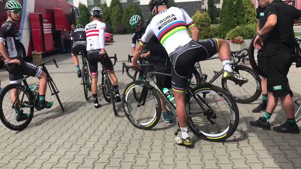 El maillot arcoíris ya está en Polonia para volver a competir tras la expulsión del Tour