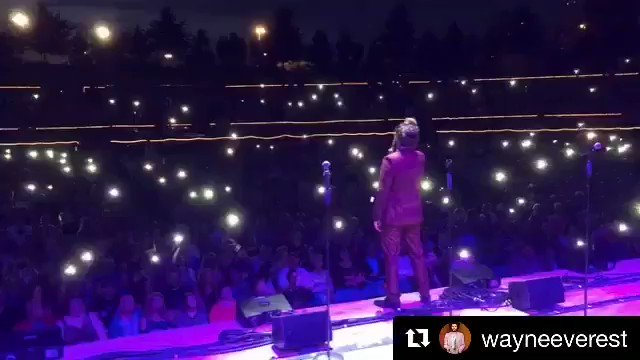 Good times at Greensboro. Singing creep at the White Oak Amphitheater. Thanks Wayne Tucker for this shot! #pmjtour https://t.co/8P6Y9rPfwG