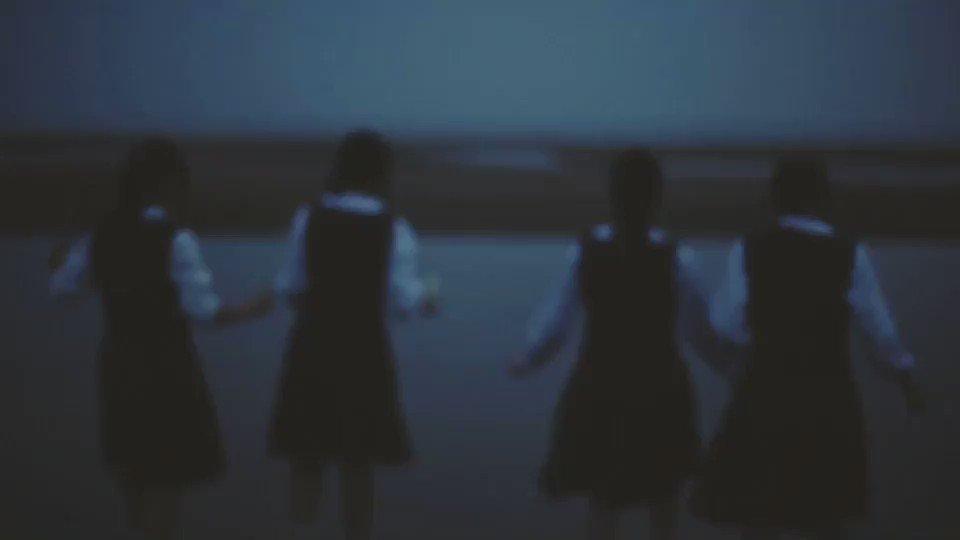 素敵な夏の映像に、音楽は「光」を使ってくれています。 ありがとう。 RT @Shiori1012: 7月が終わると夏が半分終わってしまった気分だ。夏は何度経験してもやっぱり足りないくらいに大好きだ。 https://t.co/15H5X0tw28