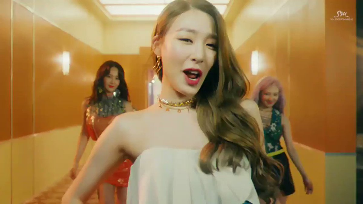 RT @foxyfany_KF: I will never get over this ❤️  #HolidayNight #GIRLS6ENERAT10N  https://t.co/Kml07F8izO