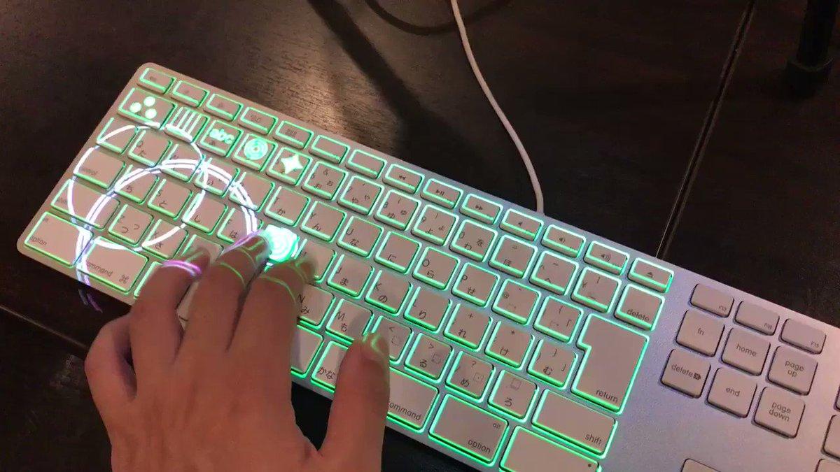 プロジェクションマッピングキーボード展示してますー。 #akiparty https://t.co/RGdP0eOqzr