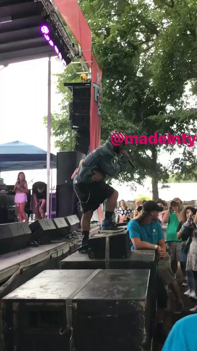 @madeintyo lollapalooza LIT on the @bmi stage https://t.co/MmtPpl825h