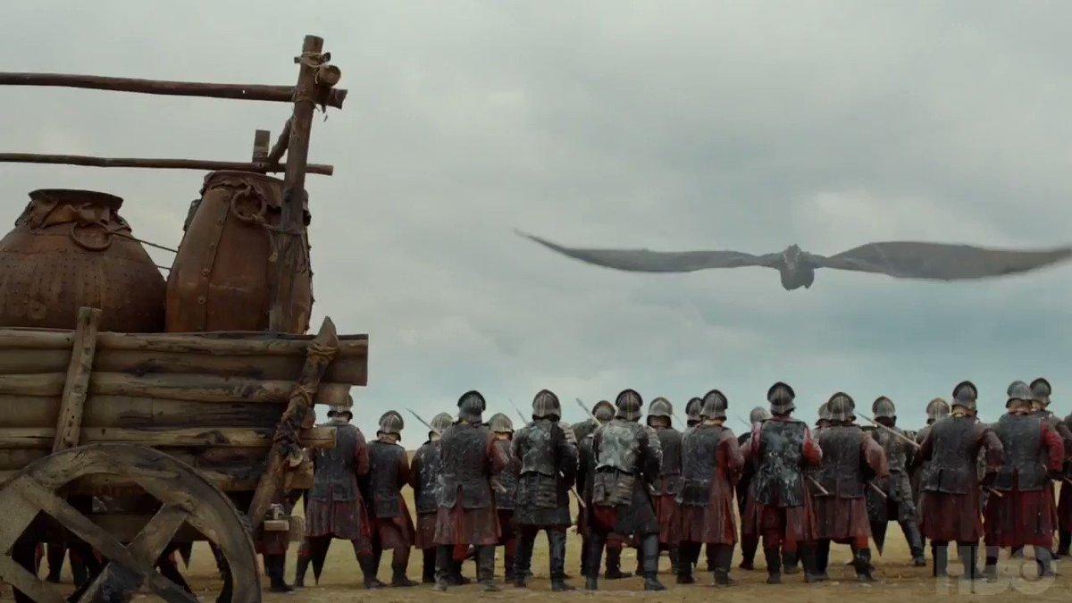 海外ドラマ『Game of Thrones 7』の撮影風景。ドラゴンの炎で焼かれる所、スタントマンがマジで業火に焼かれとる…。CGも使うだろけど、すげぇなぁ。特に最後の爆発がやばい。 https://t.co/vNiK8JOz6V