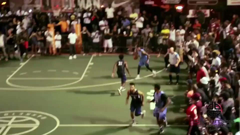D'Angelo Russell (@Dloading) hit a game-winner at @IamDyckman and the NY crowd LOVED it. https://t.co/ifa9qh7SYn https://t.co/I5neHiXBQ8