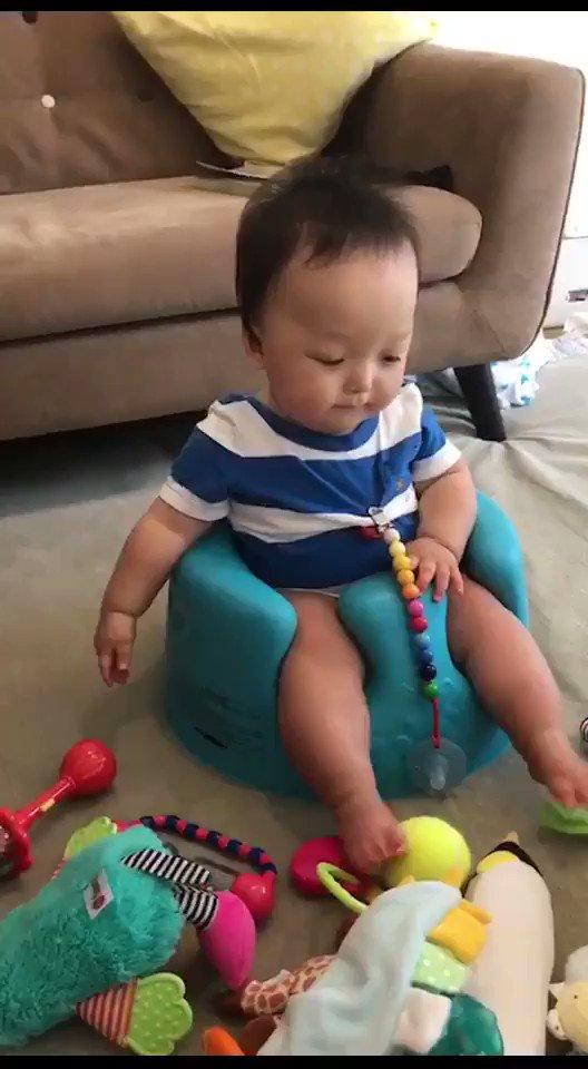 息子が僕の鼻をかむ音で毎回天変地異のリアクションする件。 https://t.co/myi5q0X47y