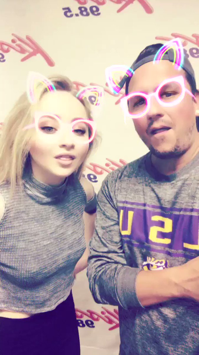 Actress, musician and...stand up comic! Love @SabrinaAnnLynn. We went with the neon filter today you guys! https://t.co/E9GvhaQAfI