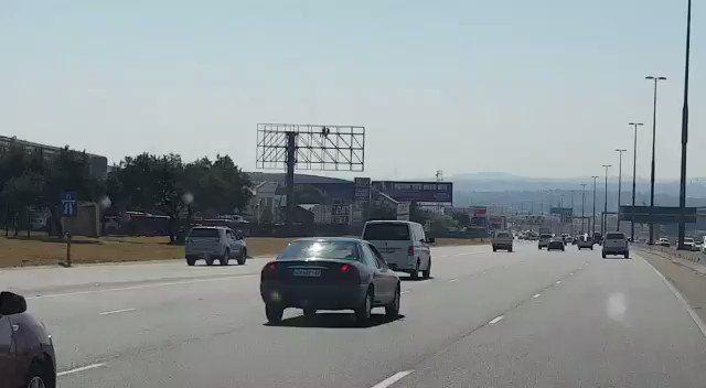 Can't believe this guy tried to flee the scene of a crash he caused on the N1 near Centurion. Good samaritans FTW. https://t.co/MIEl2PkzT8
