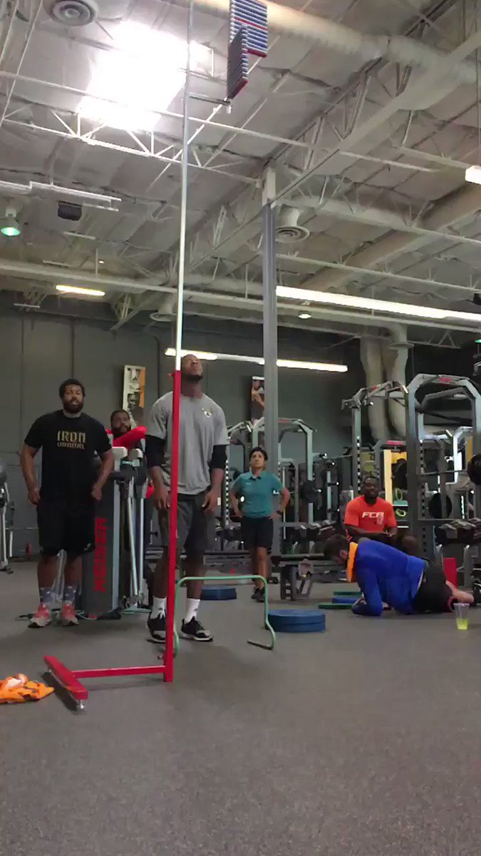 What does a 40-inch vertical jump look like? @Jaguars WR @Thee_AR15 will show you. #ThrowbackThursday https://t.co/mkcP38F7Uq