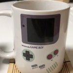 熱いものを注ぐとゲームボーイの画面が映るマグカップが可愛すぎる