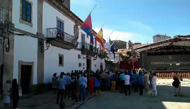 #TodosSomosCataluña  Baiona se suma al homenaje de las víctimas y heri...