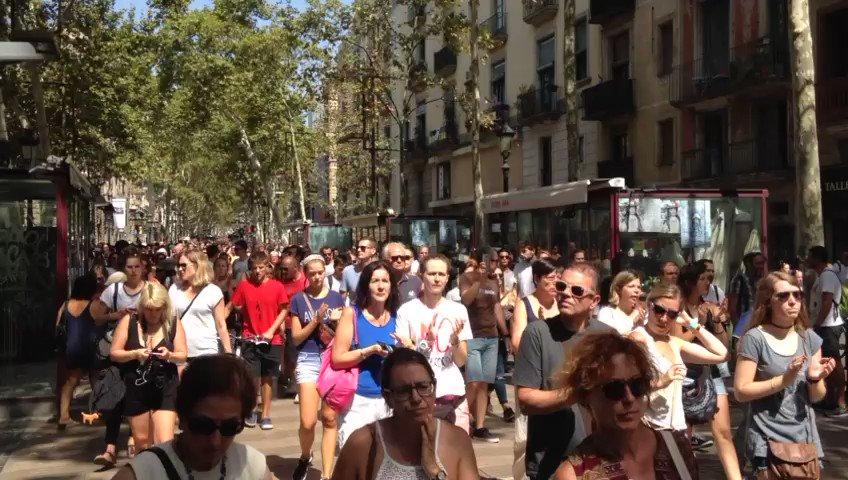 #TotsSomBacerlona #TodosSomosCataluña https://t.co/uE0uUY2bEJ (Vídeo:...