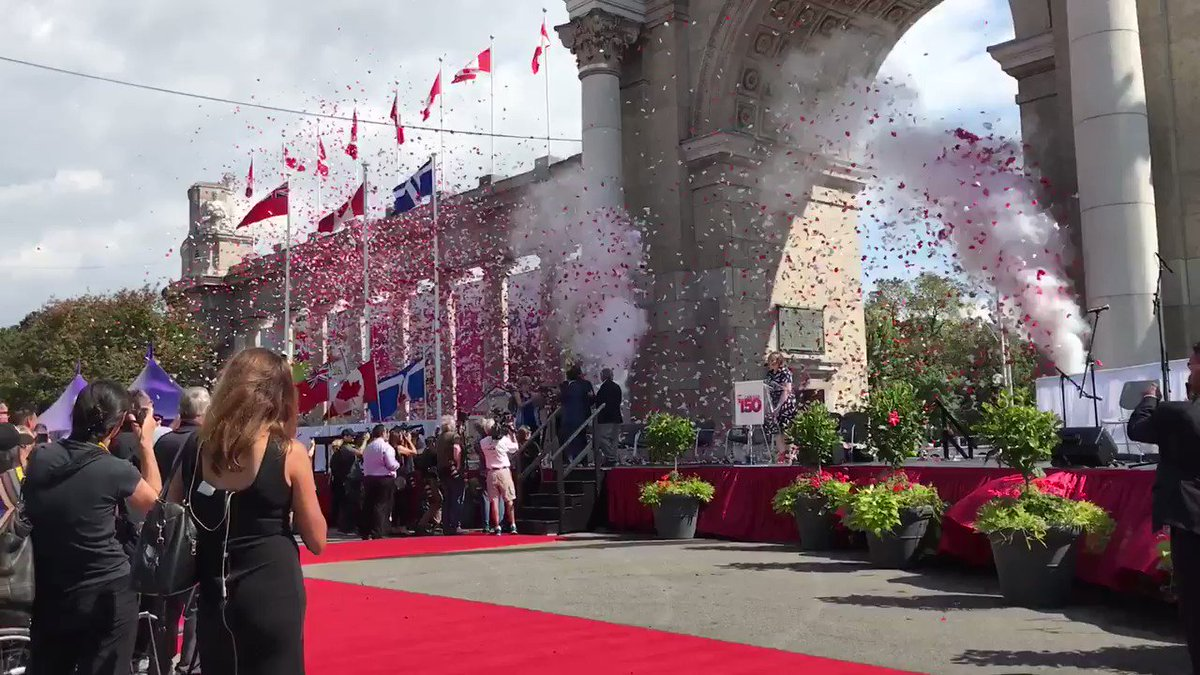 The #CNE2017 has been officially opened! @LetsGoToTheEX https://t.co/r...