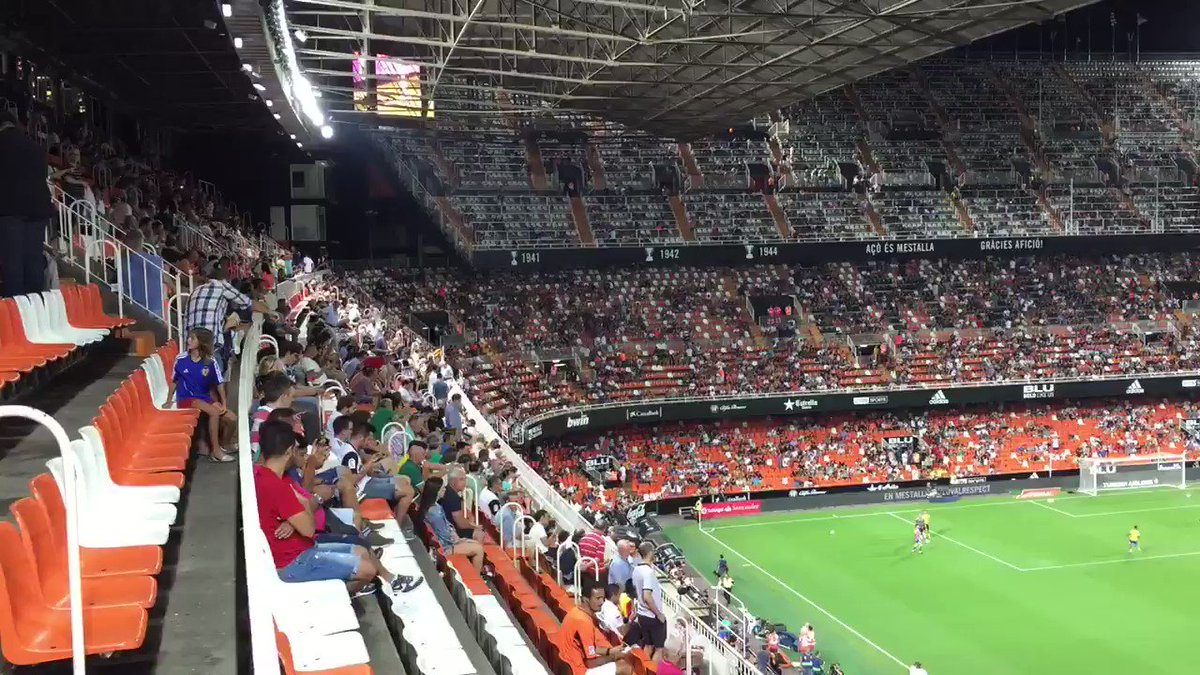 Bubbling away nicely here at Mestalla... #VCF #amunt ⚪️⚫️💪🏼👍🏼🦇⚽️ @vale...