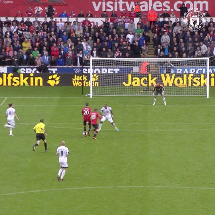 You don't save those from @Persie_Official! #MUFC https://t.co/VAR2unO...