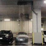 なぜどうして駐車場のはずなのに車が一台だけ滝行してる!