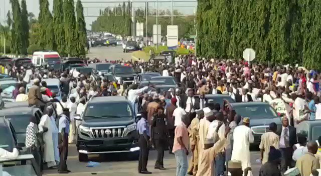 VIDEO: @NGRPresident supporters mob his car as it was slightly stuck in traffic on the way to Aso Rock Villa https://t.co/6j2TW7pHCC