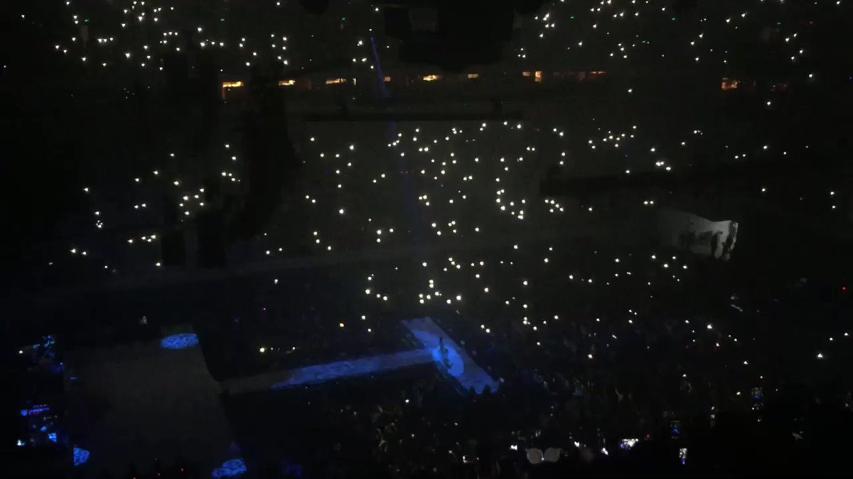 MOONLIGHT LIVE IS SO MAGICAL #DWTourMani...