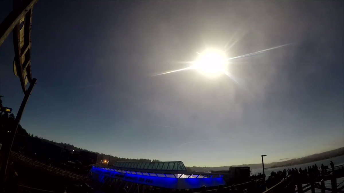 Watch the #solareclipse2017 from Newport, Oregon, via time-lapse. @usatoday https://t.co/5C2qmMjuQS
