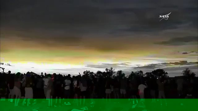 Así fue el #EclipseSolar TOTAL en EEUU...y el día se oscureció! via @NASA https://t.co/KSLY2qPu5x