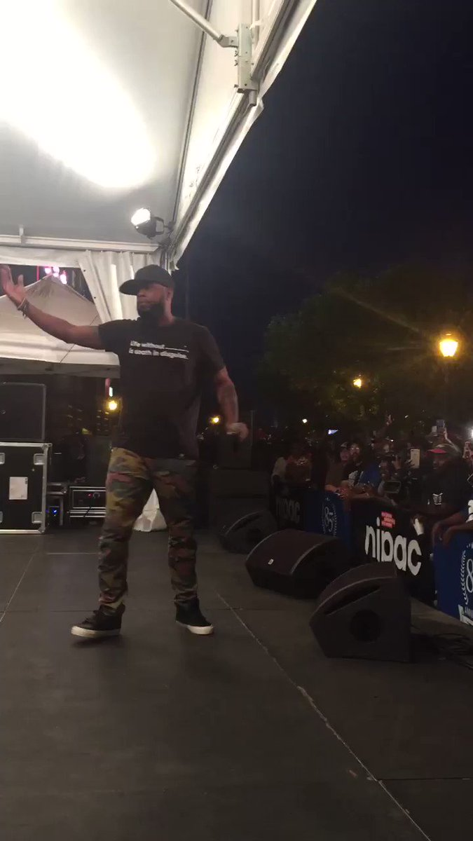 .@TalibKweli pays homage to hip hop legend Prodigy at #SoundsoftheCity! https://t.co/tzjLHhcPzA