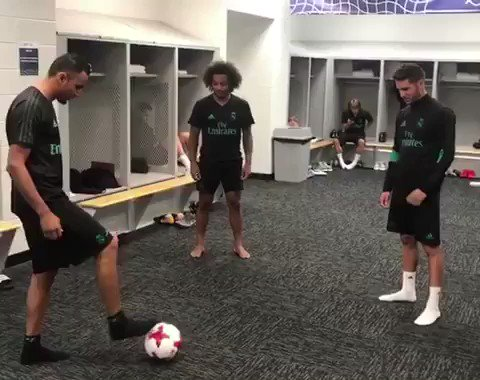 Video | Navas, Marcelo & Luca showing off their skills in the dressing room. https://t.co/pOwJPPWHrO