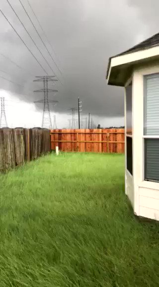 Tornado warning until 5 p.m. for Harris, Grimes, Waller, Montgomery, Washington counties. Video from Cypress area > http://bit.ly/2wPy3mH?utm_medium=social&utm_source=twitter_KPRC2 …