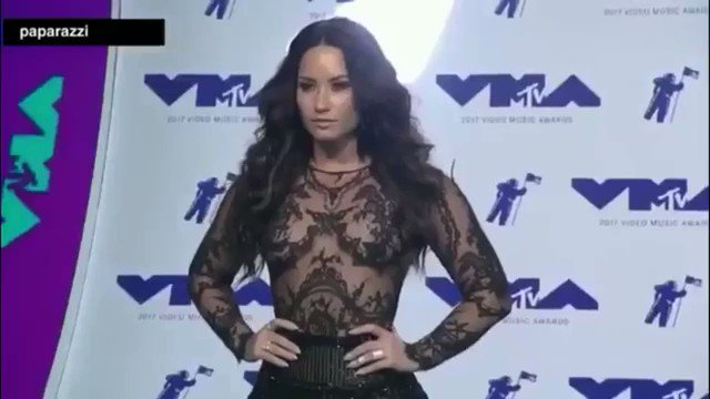 Demi Lovato walking on the #VMAs blue carpet!