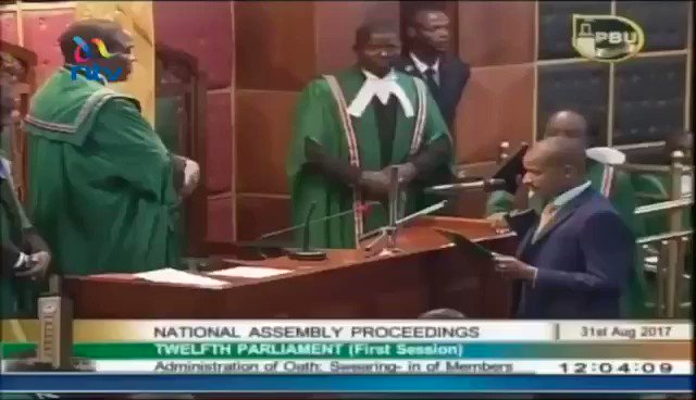 BABU OWINO pledging allegiance to @RailaOdinga #MPsSwear https://t.co/5sWtSkZiPV