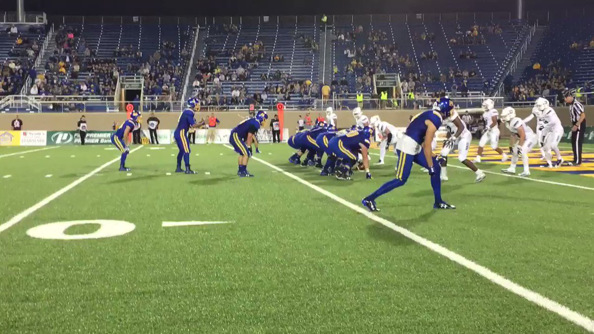 Mengarelli drive becomes a Mengarelli TD! @GoJacksFB lead 41-7 early in 3rd. It's a half-moon.