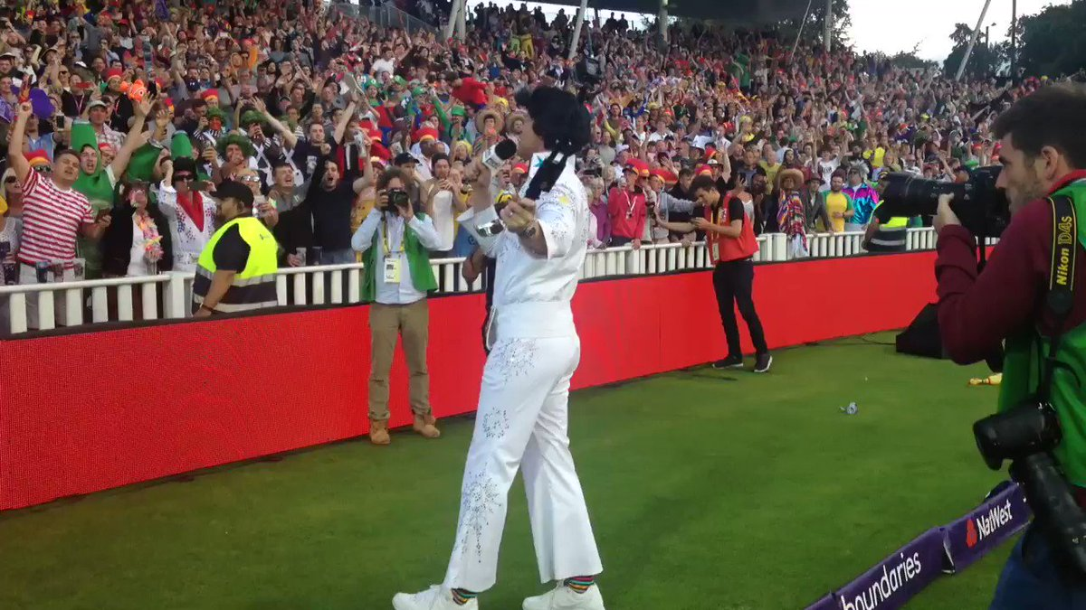 """""""One More Song!"""" The crowd gets its wish with Sweet Caroline and a @flintoff11 stumble... https://t.co/yQcBUa8BW9"""