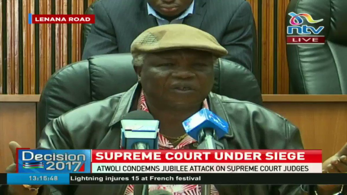COTU secretary general Francis Atwoli asks Uhuru Kenyatta to sober up while addressing his supporters. #ElectionsKE https://t.co/xH6oR2P31W