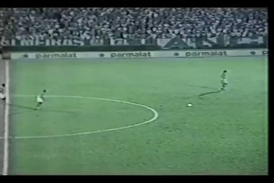 RT @90sfootball: Goal 140: Roberto Carlos vs Gremio, 1995. #Greatest90sGoals https://t.co/O5HwOuWscj
