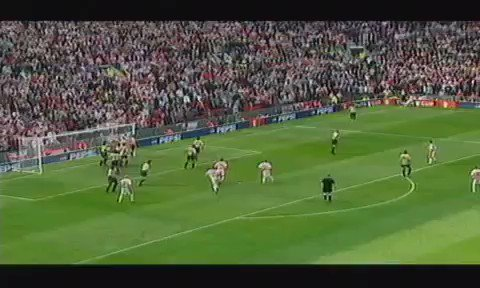 Throwback to when David Seaman made one of the greatest ever saves in the FA Cup semi final vs Sheffield United in 2003.