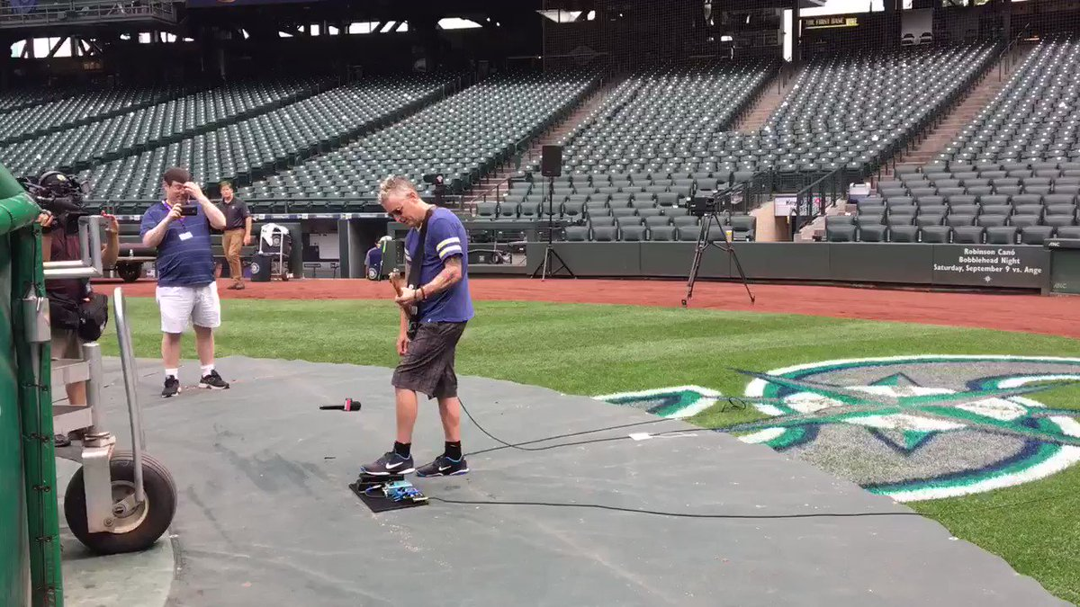 When @MikeMcCreadyPJ decides to play Eruption after his national anthem sound check at Safeco https://t.co/2te2zsEKkY
