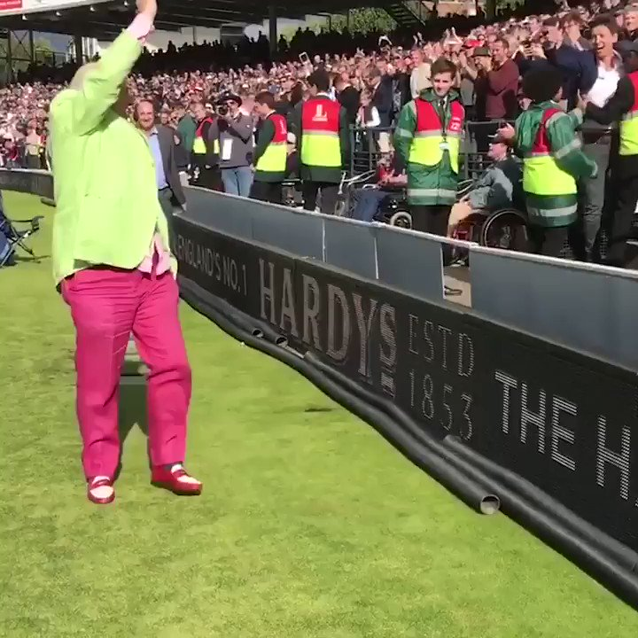 Has @HomeOfCricket ever seen anything like it?  @blowersh waves goodby...
