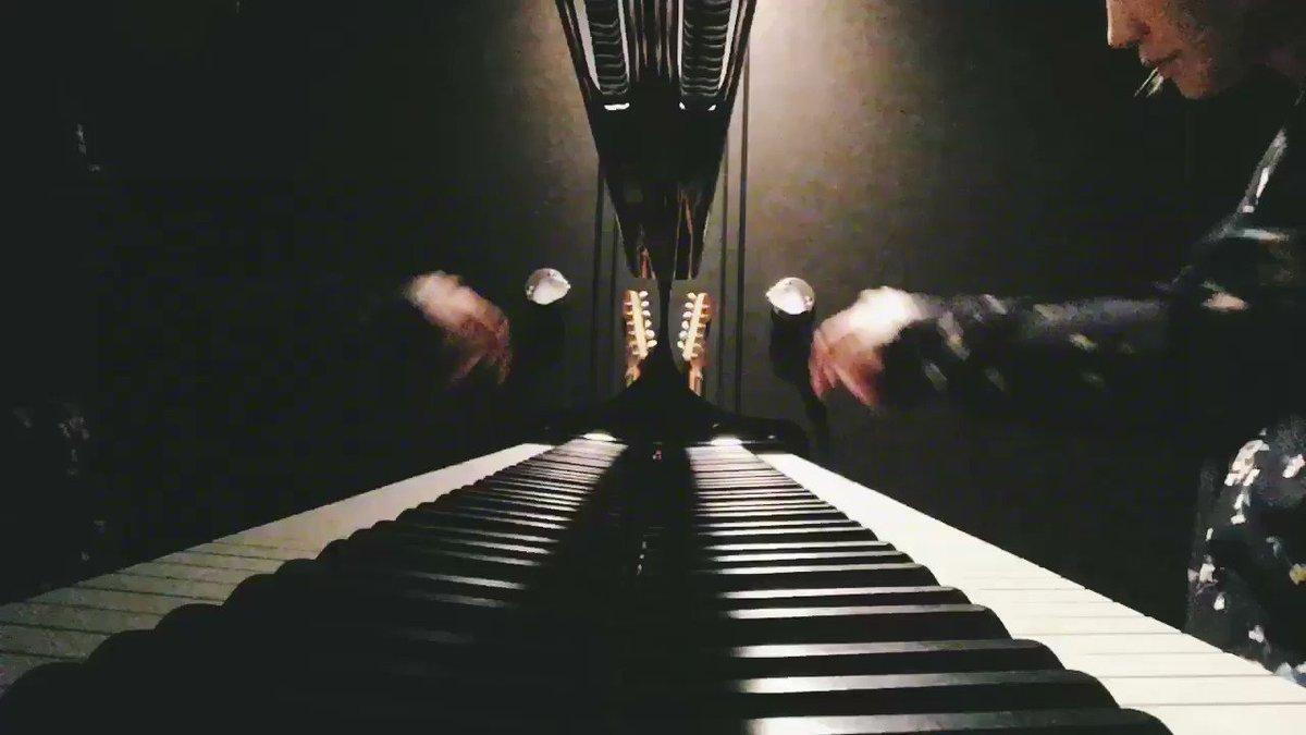 フクロウの声が聞こえるのピアノソロ。「孤高と共働が一緒にある世界」の扉がバーン!と開くイメージです