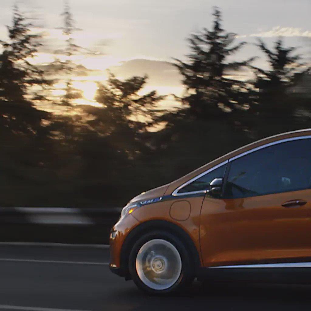Decían que los autos eléctricos nunca llegarían lejos... ¿Qué te parece 383 km con una sola carga? #FindNewRoads https://t.co/d8ilTWCTG1