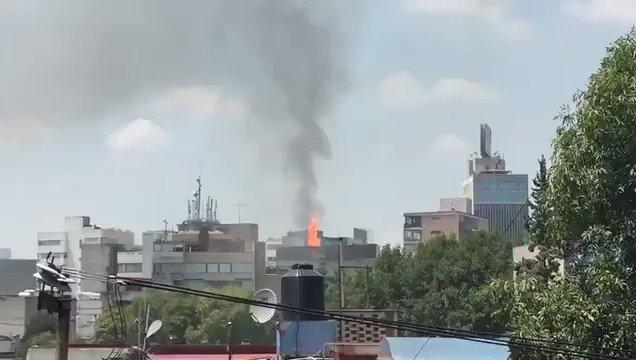 ⚠IMPACTANTE Explosión después del Terremoto M7.1 en México Central. https://t.co/nELofwyvKy