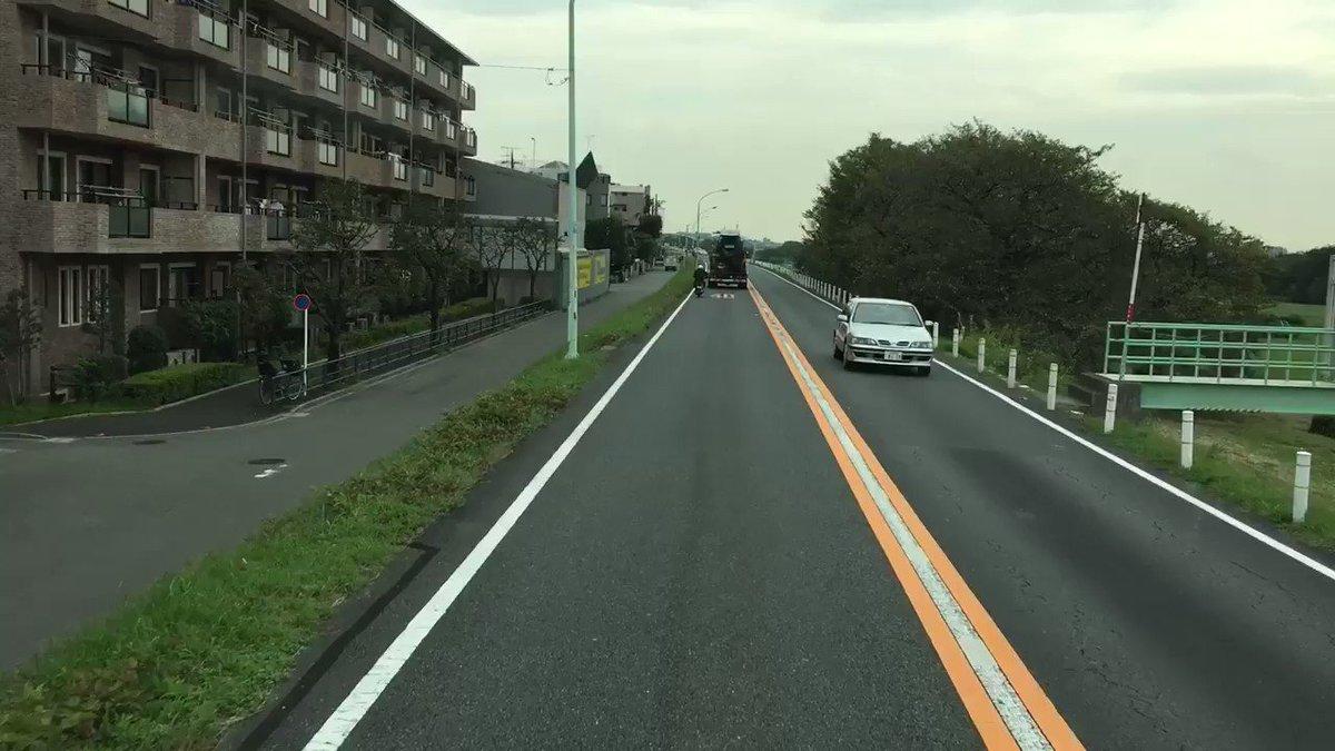 東京都武蔵村山市の帰り道。 対向車、なぜ 停まらないんだ。