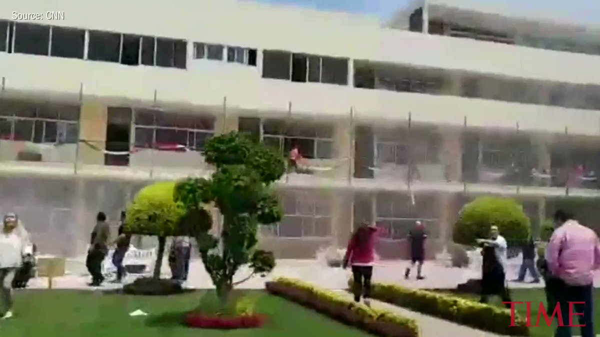 Rescuers search for survivors at elementary school destroyed by Mexico City earthquake https://t.co/mq03ohxolJ https://t.co/aIHAIbsArw