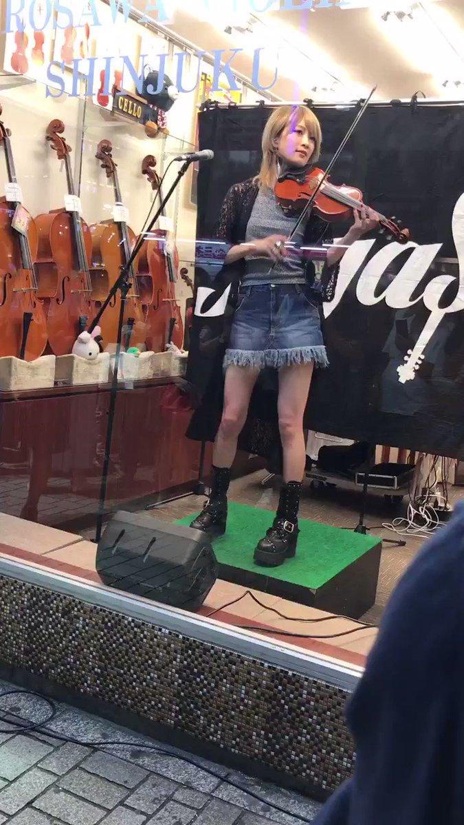こんなバイオリンかっこよく弾く人はじめてみた・・・しかもめっちゃ美人