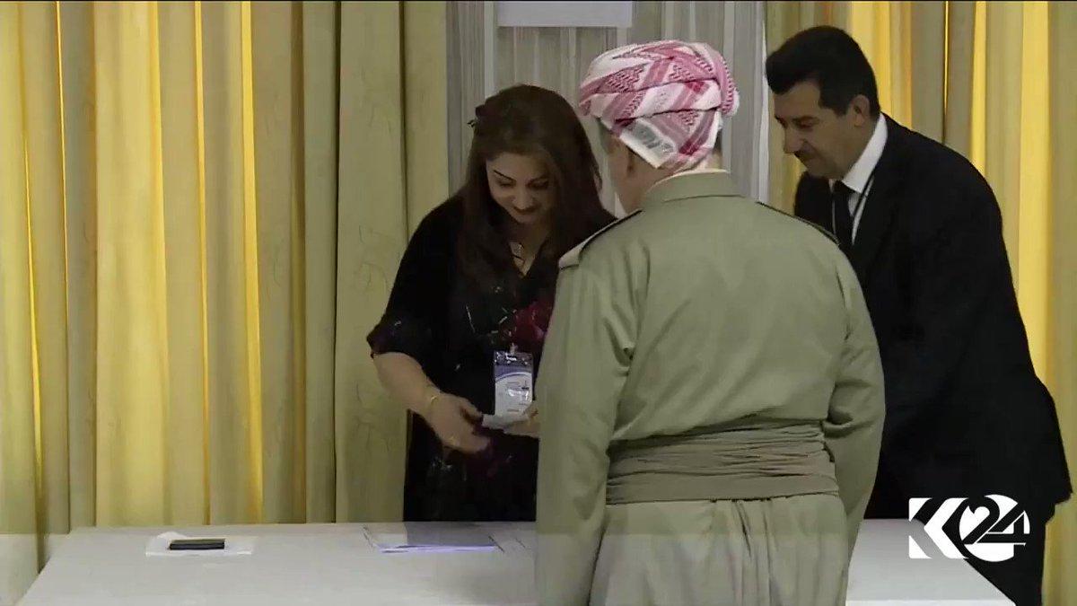 Kürdistan Başkanı Mesud Barzani Erbil'in Pirmam ilçesinde oyunu kullan...