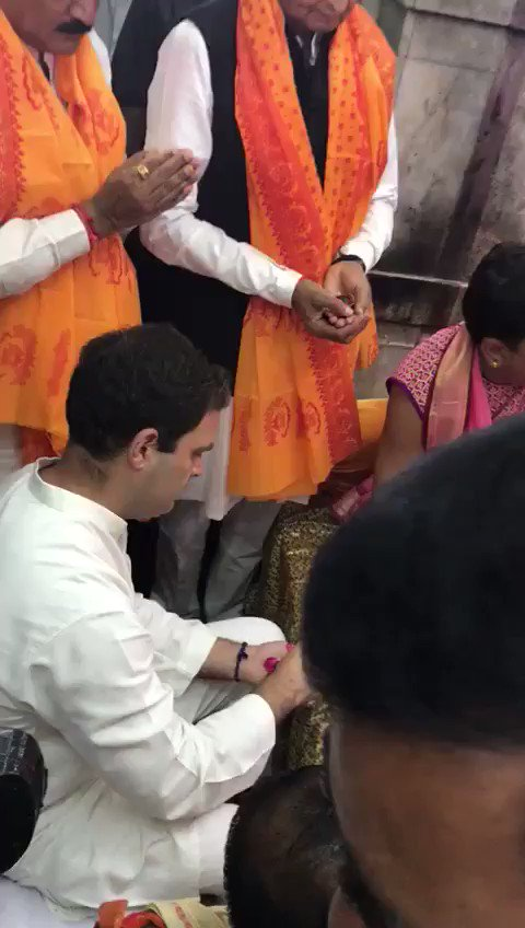Congress VP Rahul Gandhi at Dwarkadish temple #RahulInGujarat https://...