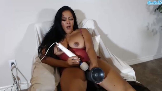 🤤🤤 @TheRealMaxineX taking tha bbc like a pro. i luv it 🍆🤤🍆 get more of her content here --> https://t