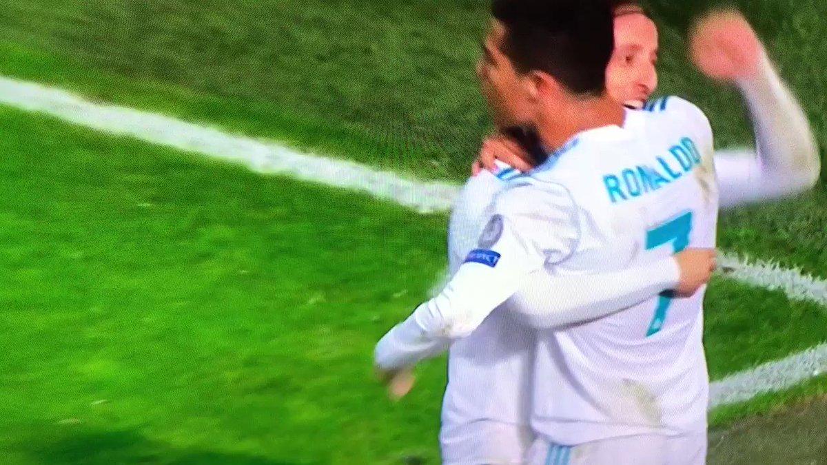 Cute little girl doing the @Cristiano Ronaldo goal celebration in the crowd.... https://t.co/VsjxXZB1rf