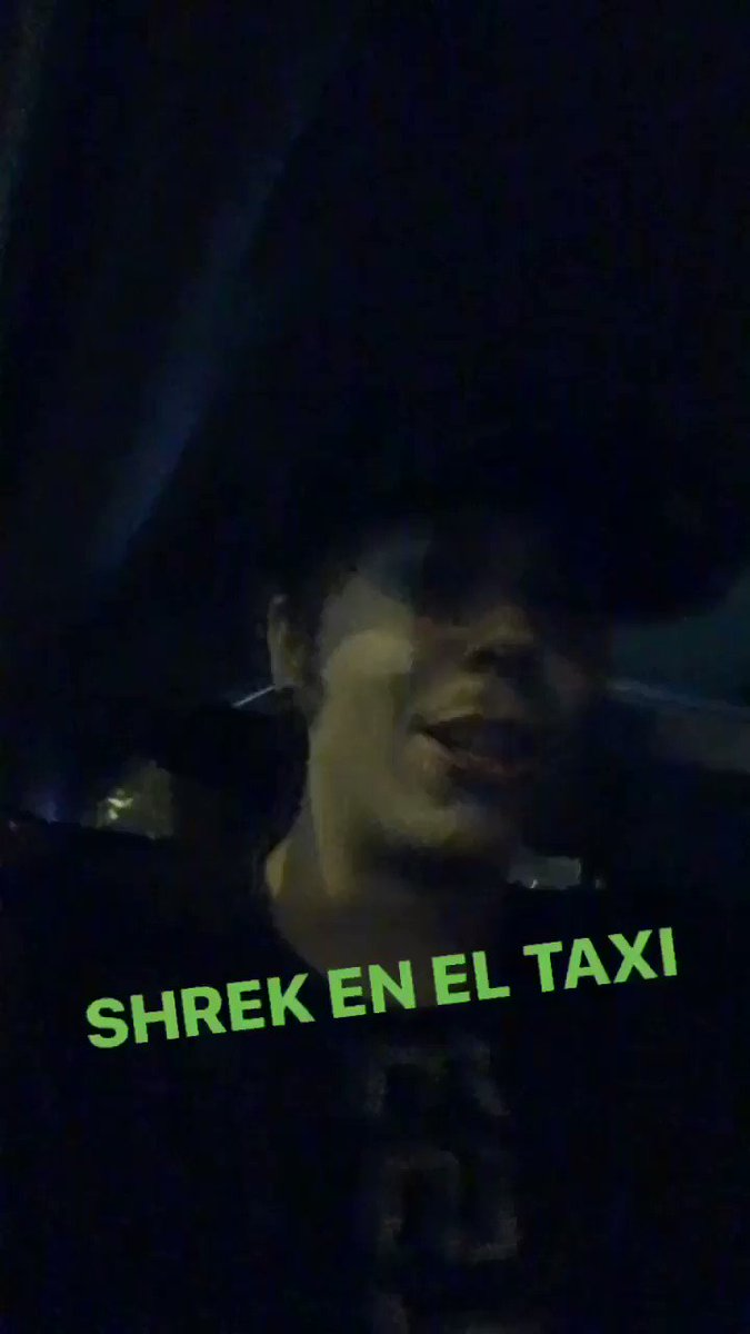 El taxista nos ha puesto la cancion de Shrek. Que puto amo.