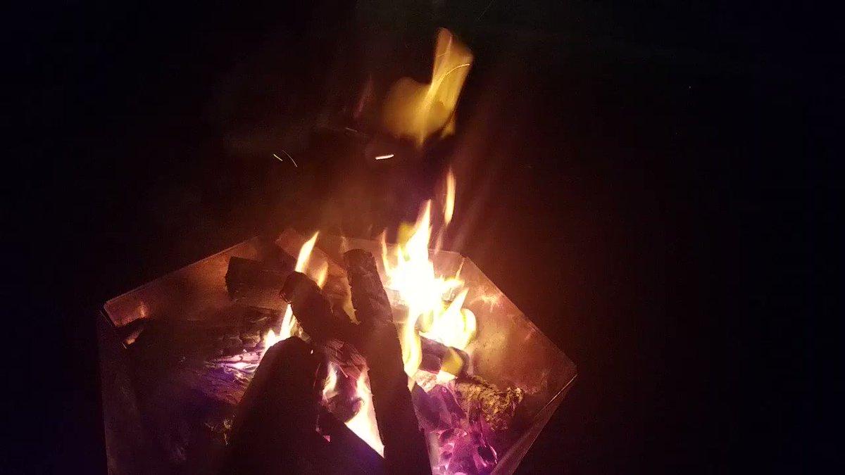 9月後半大分寒いね。 けど虫も出ないし汗かかないし快適 焚き火が楽しい時期ですなぁー(中に焼き芋)
