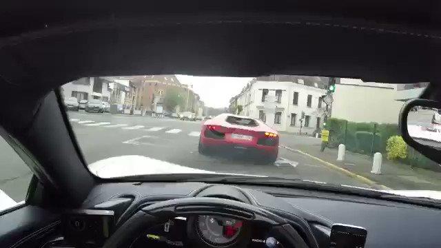 フェラーリでランボルギーニ煽ってたらアフターファイヤーかまされて慌てる動画すき