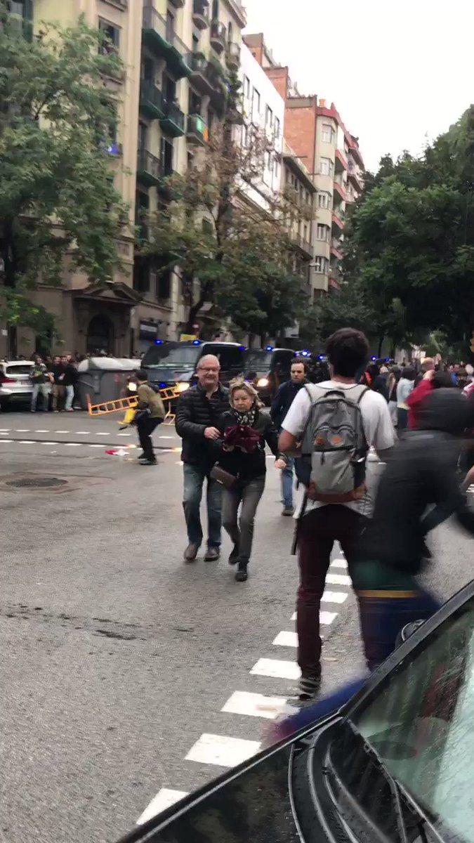 La poli surt disparant https://t.co/4RyFWkaq3X